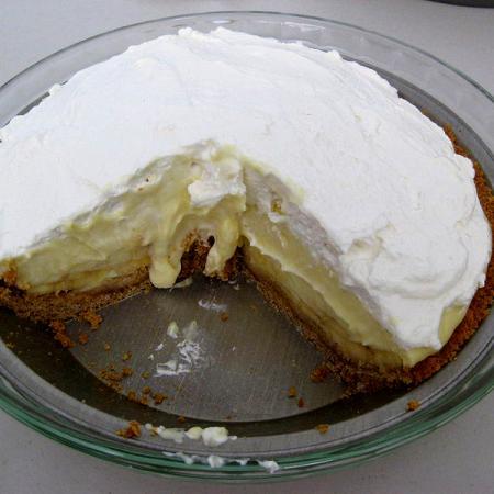 Banana cream pie with slice