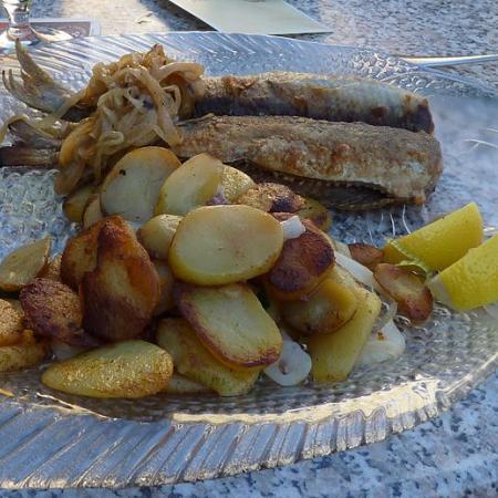 Hering mit Bratkartoffeln