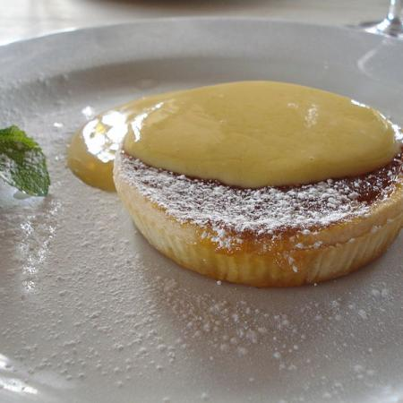 Treacle tart with custard