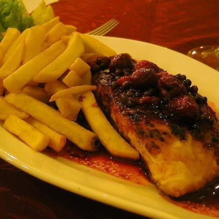 Salmon with raspberry, pepper and fries