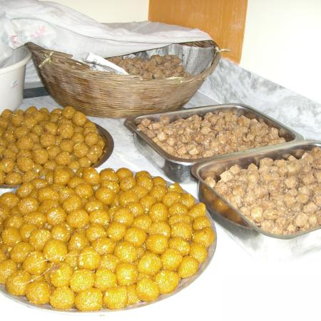 Laddoos And Sakar Para