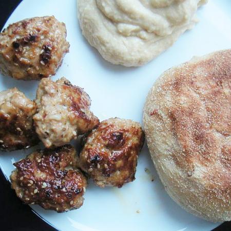 Krydrede Frikadeller med Hummus