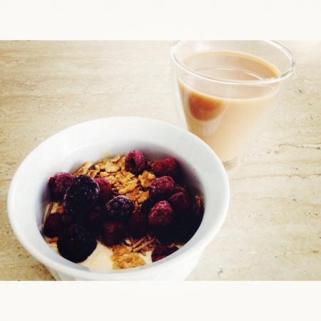oats yoghurt and berries
