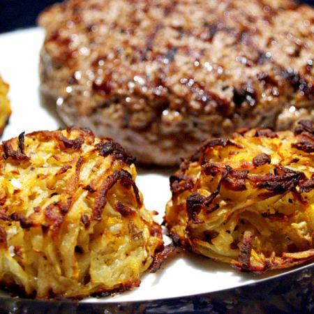 Minced meat patties and rösti