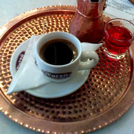 Cafe grec i licor de roses