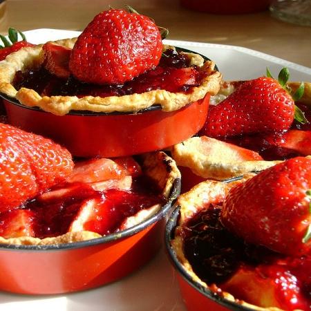 Yummy strawberry and apple tarts