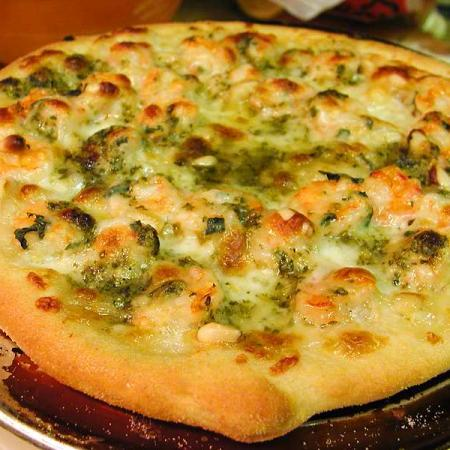 Shrimp pizza with pesto and pinenuts