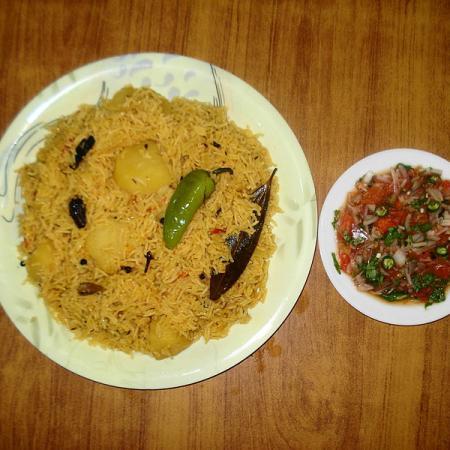 Tehri With Kachumbar Salad
