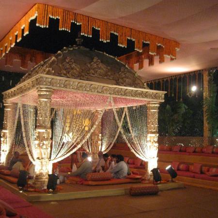 Saadi Ka Mandap - Waiting for the Couple