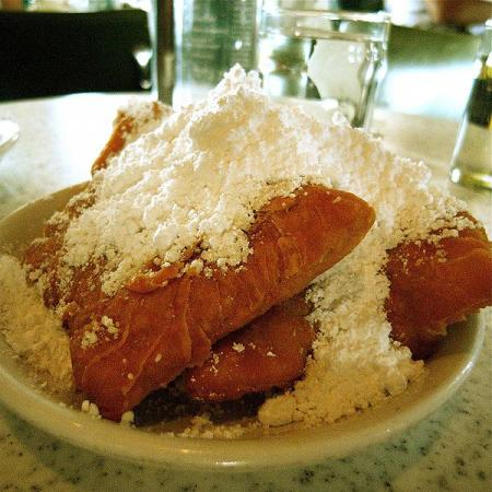 Beignets Powderd Sugar