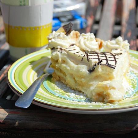 Banana cream pie on plate