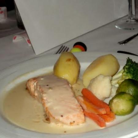 Baked Salmon With White Wine Sauce