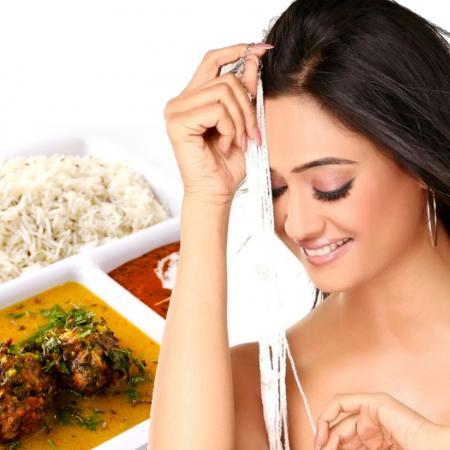 Shweta Tiwari with Indian Food