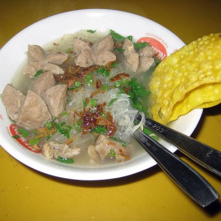 Bakso served with mie
