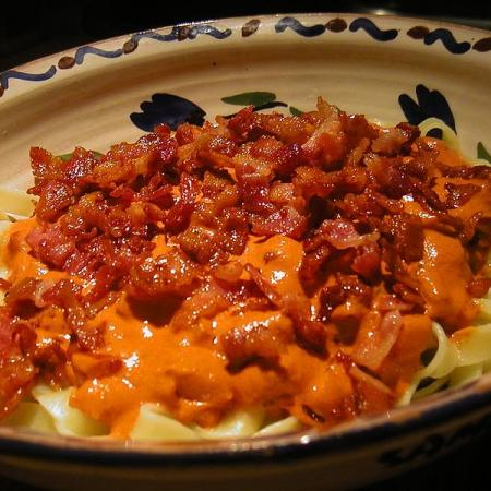 Tagliatelle with cheese, chili sauce and bacon