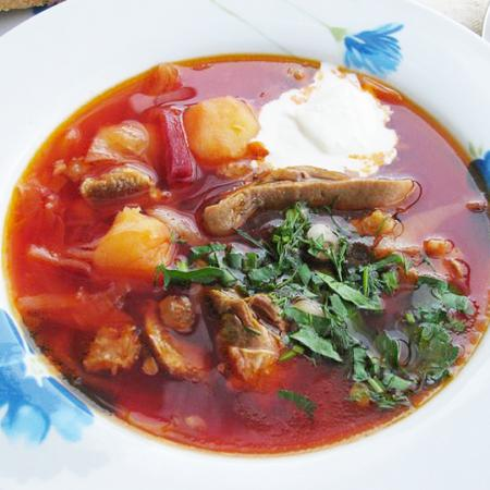 Borsch with mushrooms and Sourcream
