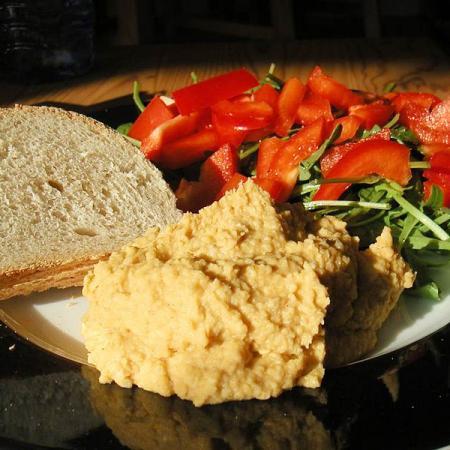 Hummus og Salat