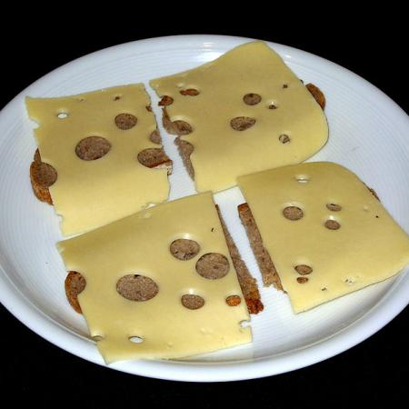 Brot mit Maasdamer Käse
