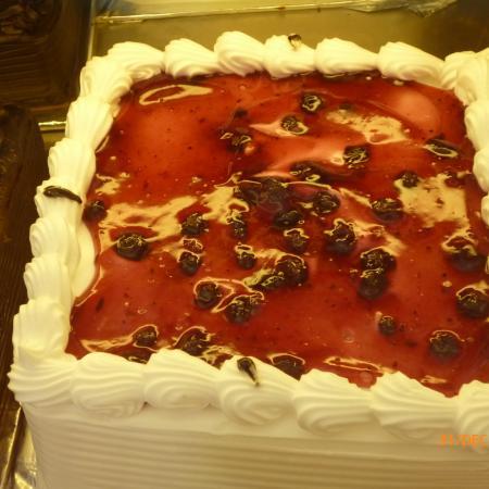 Berry Delight Cake