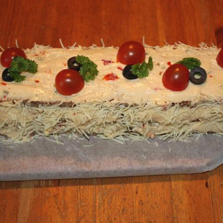 Sandwich cake made of two kinds of bread