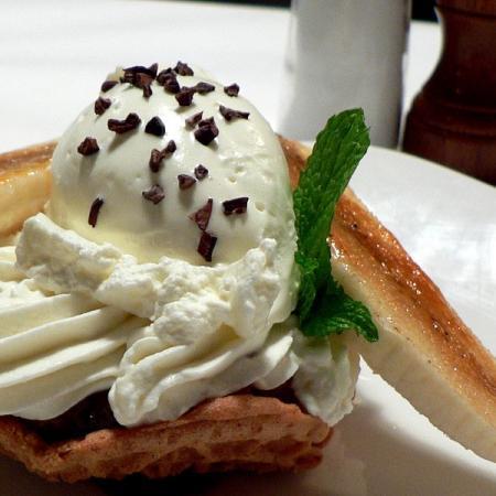 Banana cream pie with pizelle crest