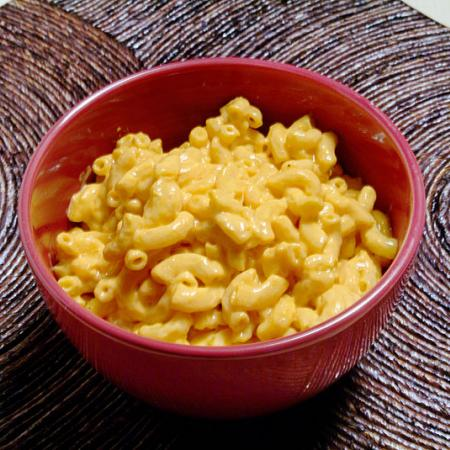 Macaroni in Cheese Sauce