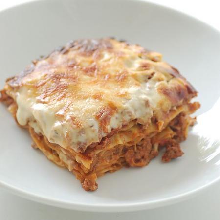 Un plato de lasagne