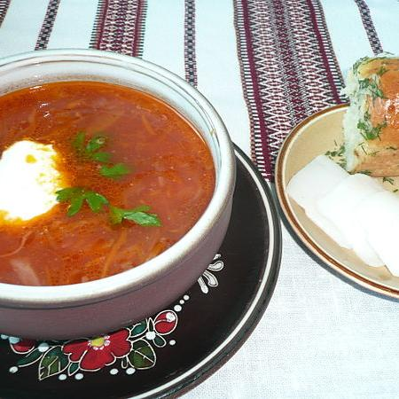 Ukrainian Borsch with Pampushky