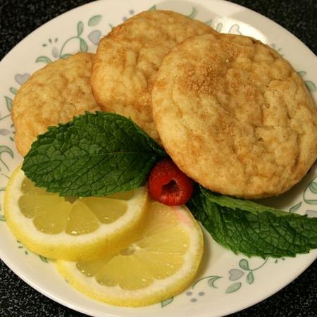 Lemon Cookies on a Round Plate