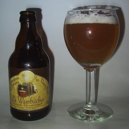 La Wambrechies, bière au genièvre au pur vieux malt avec verre