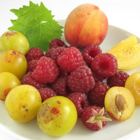 Sommerlicher Obstteller