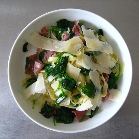 Tagliatelle with ham, spinach and parmesan