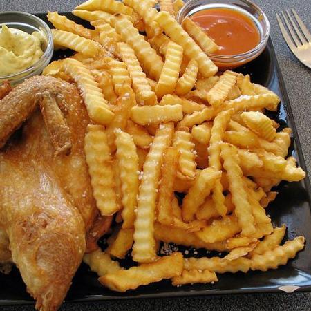 Stegt Kylling med Pommes Frites