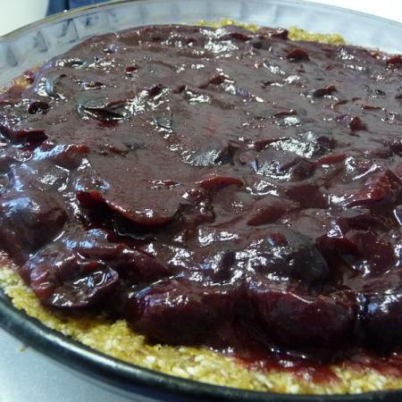 Raw cherry pie