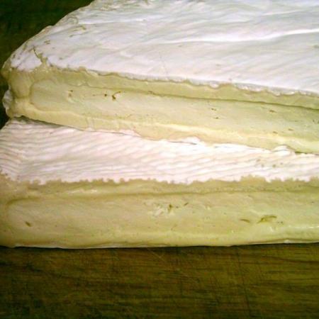 Brie De Meaux Close