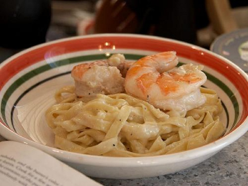 Tagliatelle with Shrimp, Garlic and Parmesan Cheese picture