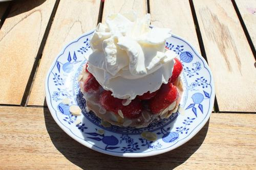 Whipped Pudding with Strawberries  picture